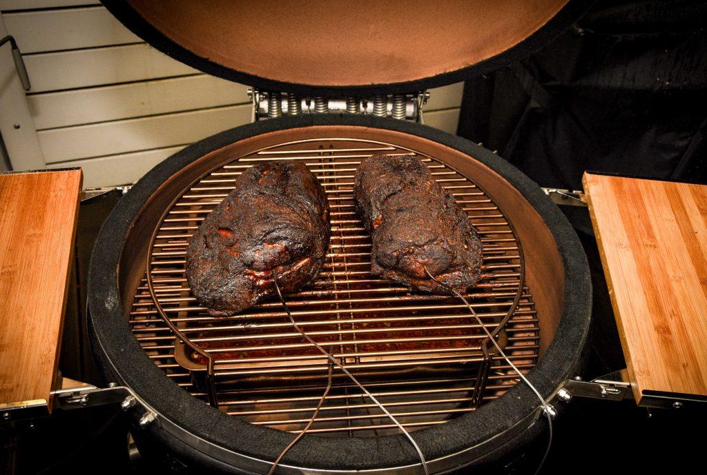 Pulled Pork Vom Gasgrill Rezept : Pulled pork aus dem keramikgrill von monolith rezept