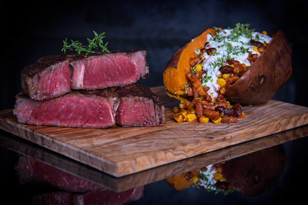 Jack's Creek Wagyu Rib Eye Steak mit gefüllter Süßkartoffel